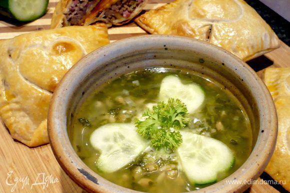 А вот и наш полбяной суп с пирожками! Вкуснооо!