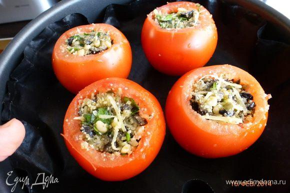 Фаршируем помидоры. Запекаем в духовке 30-40 минут при температуре 180 градусов до мягкости помидоров.