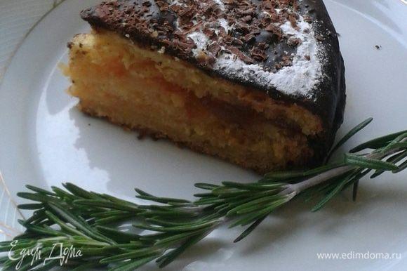 Апельсиновый бисквит, с горьким шоколадом пропитанный ликером с ароматом розмарина - это незабываемый вкус!