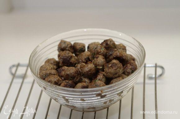 И хорошенько обжарим их на оливковом масле до коричневой корочки. Снимем с огня.