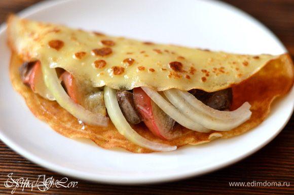 Начинить блинчики начинкой из печени, яблочек и маринованного лука. Приятного аппетита! Очень и очень вкусно!
