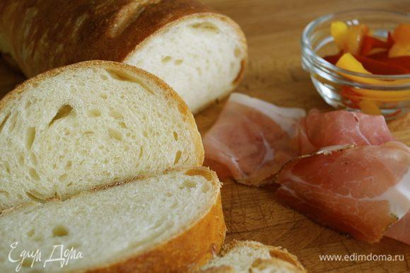 """А еще на днях делала такой молочный батон от Алены http://www.edimdoma.ru/retsepty/64977-baton-molochnyy Тоже напомнил мне хлеб из детства! Нежный и """"уютный"""" батон получился. Старшей дочке пришелся особенно по вкусу! )))"""