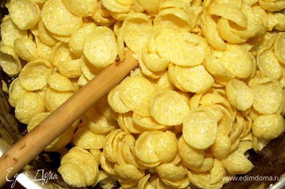 Соединить с кукурузными хлопьями. У меня были со вкусом меда и орех.