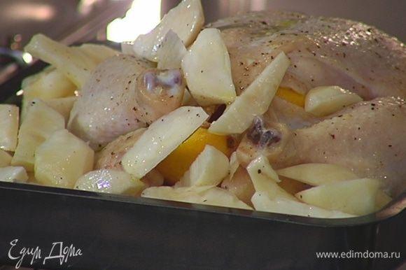 Добавить в противень с цыпленком топинамбур, полить все образовавшимся соком и отправить обратно в духовку еще на 30 минут.