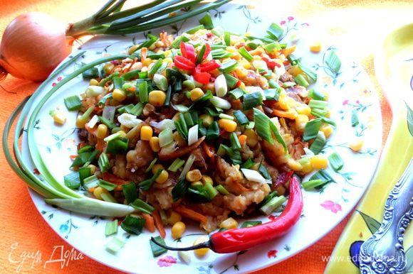 Даже мясоеды-мужчины похвалили и тянулись за таким салатом-гарнирчиком))) Как дополнение,хватит и на 4-х человек!