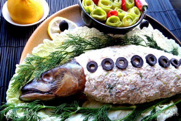 Желательно охладить и даже приготовить заранее,за ночь до праздника. Юлия советует такой паштет выложить в баночки и залить растопленным маслом!