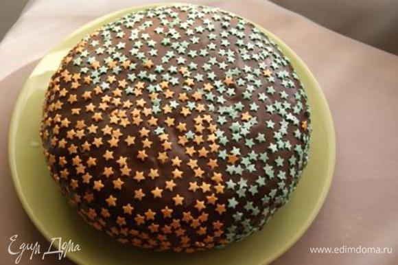 Покрыть торт глазурью, украсить по своему усмотрению!