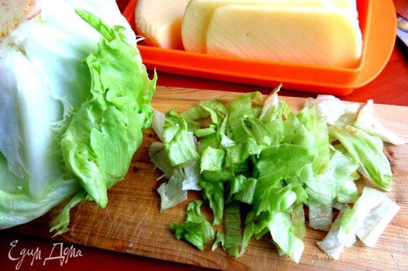 Салатные листья нарезать или порвать,как рекомендуют многие!