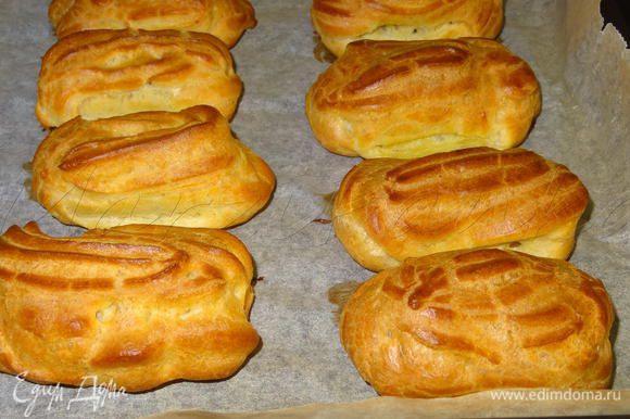 Печь пирожные в разогретой духовке примерно 25-30 минут при 200° С. Дверцу духовки первые 20 минут не открывать!!! Вот они после выпечки.