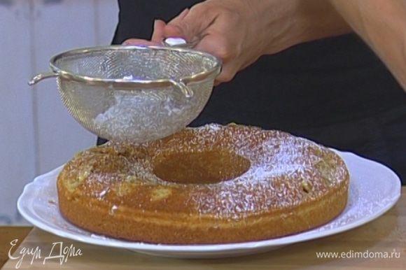 Остывший пирог присыпать сахарной пудрой.