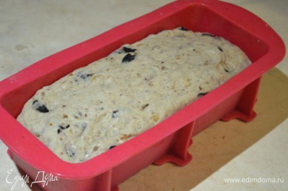 Хлеб обмять и перенести в прямоугольную форму для выпечки и так дать постоять еще 1 час. Выпекаем так: 10 минут при 220 гр, а дальше на 200 гр еще 20 минут! Готовый хлеб завернуть в полотенце и остудить)