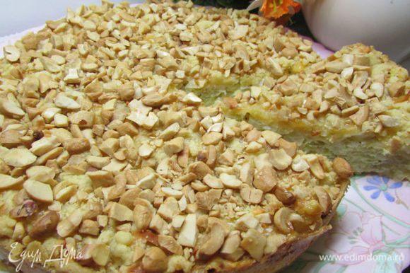 Перед подачей пирог порезать на порционные кусочки. Приятного аппетита!