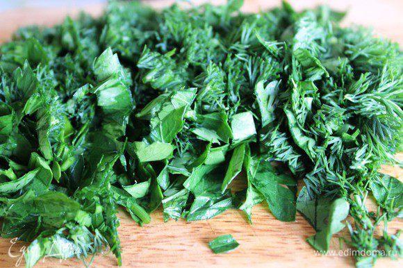 Зелень порубить и добавить в основную массу.