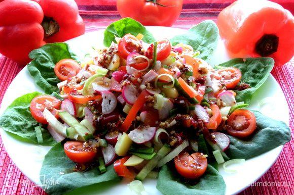 Можно теперь подавать наш красочный букет-салат)))