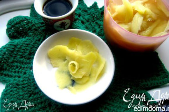 Имбирь готовлю постоянно вот по этому рецепту и хранить можно в холодильнике очень долго! http://www.edimdoma.ru/retsepty/60244-marinovannyy-imbir