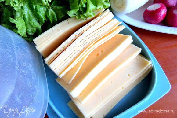 Сыр тоже заранее нарезаю тонко и держу в сырнице...У меня дети очень любят бутерброды с сыром на завтрак и не только!