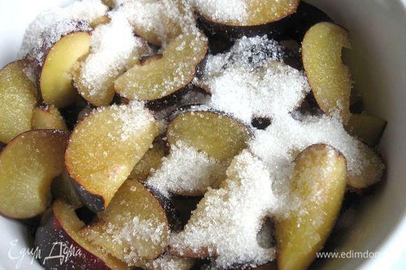 Посыпать 2 ст. ложками ( 35 г) сахарного песка.