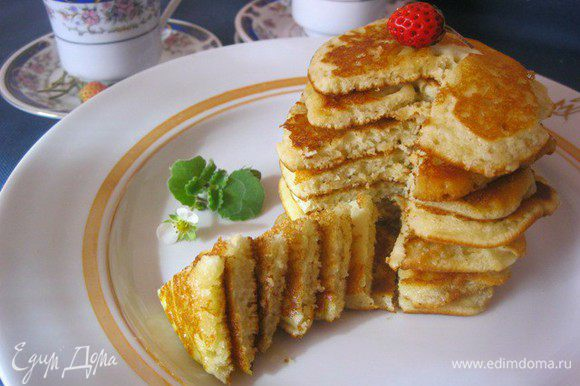 Подавать с растопленным сливочным маслом, медом или вареньем. Приятного:)