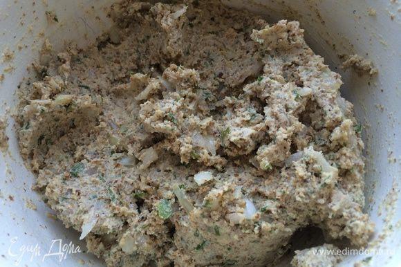 Массу хорошо вымешать ложкой, она должна быть мягкая и эластичная. Если соус получается суховат, я обычно добавляю пару столовых ложек кипяченой воды.