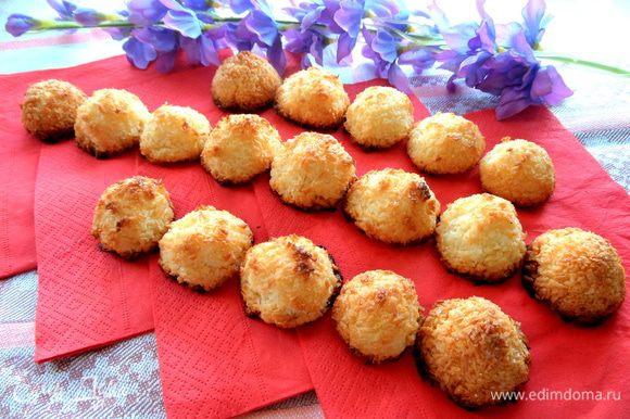 А на сладкое предлагаю печенье от нашей Эллисы,которое я летом пекла много раз,даже удваивала порцию и всё было мало))) Рецепт здесь: http://www.edimdoma.ru/retsepty/39181-kokosovye-roshe