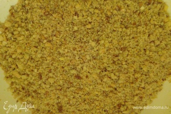 Песочное тесто: Перетреть фундук в мелкую крошку. (Фундук лучше брать не жаренный. Но, в общем, на ваше предпочтение.)