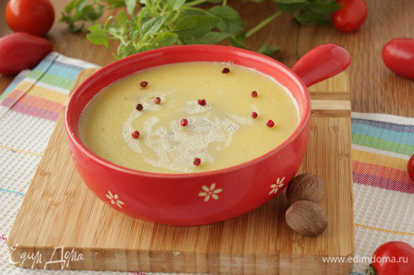 Выложите паштет в форму, залейте растопленным сливочным маслом (или не заливайте, но с ним вкуснее), отправьте в холодильник.
