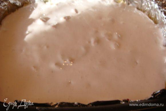 Начинка:все сложить в чашу и перемешать блендером до однородной консистенции. Выложить на шоколадное тесто. Безе:кисель пол пачки( у меня малиновый),т.е. 100 гр.перемолоть в блендере почти что до сахарной пудры . Белки + соль и блендером до пены+кисель и еще раз взбить до пиков.