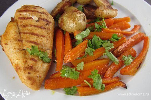 Подаем в качестве гарнира к мясу или птице. У меня такая морковка сопровождала куриную грудку, приготовленную на сковороде-гриль. Приятного аппетита)
