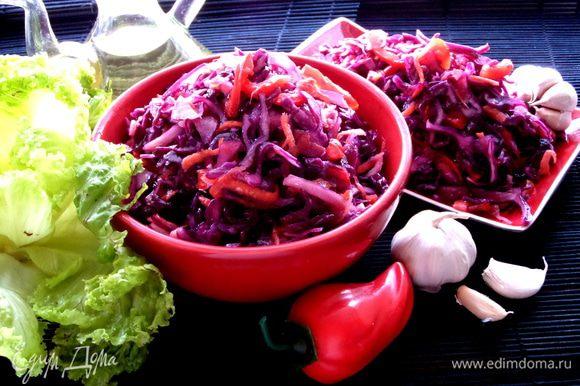 А если честно, то капусту сразу можно кушать, так что экспресс-салат для гостей и родных готов! Капуста съедается за 3 дня, но и хранится в холодильнике тоже хорошо!