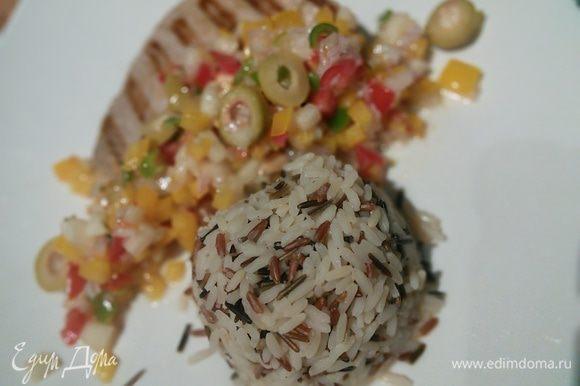 Подавала со смесью риса басмати и дикого красного риса.