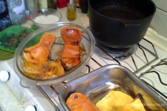 Извлечь тыкву, помидоры и перец почистить, порезать и добавить к мясу.Картофелечисткой-бритвой почистить морковь ,кабачок и ею же сделать тонкие срезы моркови и кибачка.
