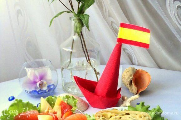 Салатник выложить листьями салата, Сверху выложить груши, перец, кусочки грейпфрута, посыпать орешками и полить заправкой. Подавать с пикантной выпечкой из слоеного теста. Приятного аппетита!