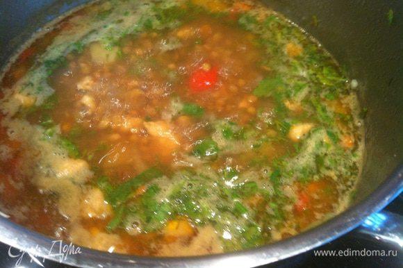 За 5 минут до готовности добавьте рубленную зелень.