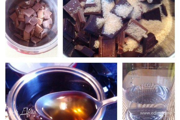 Ломаем шоколад на кусочки (в моем случае преобладает молочный шоколад, в оригинале рецепта горький, выбирайте на свой вкус). Выкладываем шоколад в сотейник, сверху посыпаем сахаром ( у меня коричневый и только 2 ложки, по рецепту было 4). Сверху наливаем воду, затем добавляем коньяк (можно использовать бренди, виски, кленовый сироп и так далее. Используем что-то жидкое и с крепким вкусом. Мусс от этого становится объёмнее/пышнее)))).