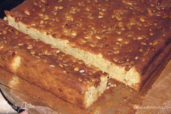 Поставить кекс в разогретую до 150 град. духовку на 50-55 минут. Готовность проверить деревянной шпажкой или спичкой.