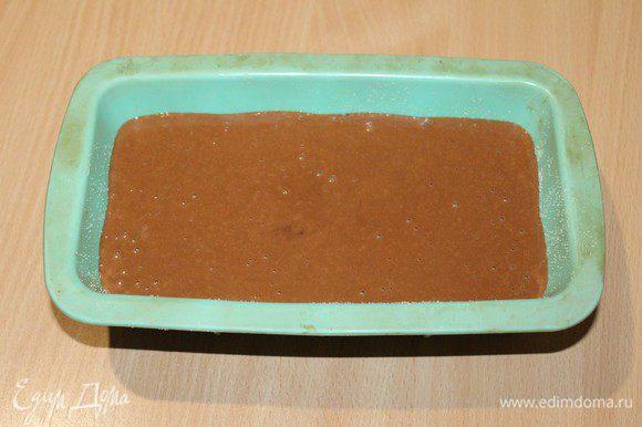 Вылить тесто в смазанную форму и выпекать при 180 градусах.45 минут.