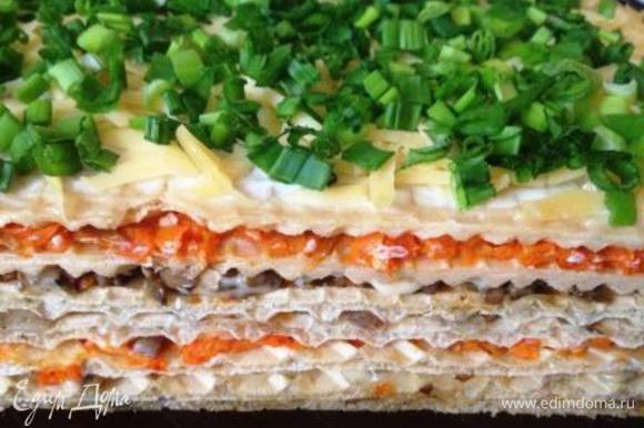 Повторить все 3 коржа. 7й смазать майонезом, засыпать тертым сыром и сверху нарезанным луком. Поставить в холодильник на ночь для пропитки. Приятного аппетита!