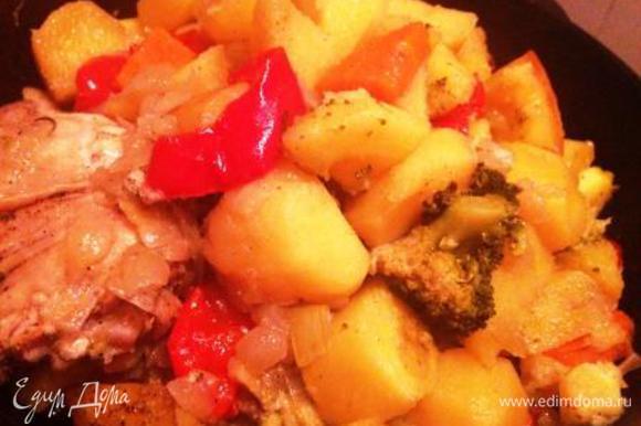Через 1,5 часа получаем обалденную душистую курочку с мягкими овощами! Приятного аппетита!