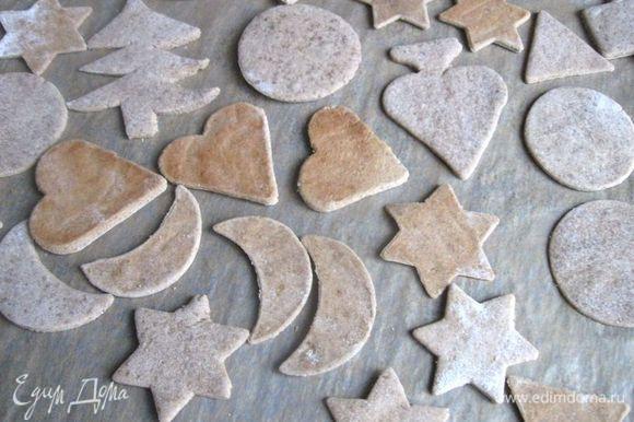 Разогреть духовку до 160С, печь приблизительно 20 – 25 минут ( время выпечки будет зависеть и от размера печенья), вам может потребоваться чуть меньше времени. Через 15 минут проверьте печенье. Вынуть печенье из духовки, дать ему полностью остыть.