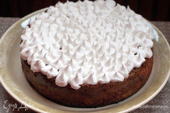 Можно украсить остывший пирог сахарной пудрой, белковой глазурью, фруктами или взбитыми сливками - по желанию. Приятного аппетита!