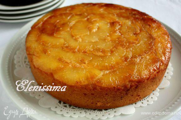 Остудить на решётке в форме в течении 10 мин, затем перевернуть форму с пирогом на блюдо и дать ему полностью остыть.
