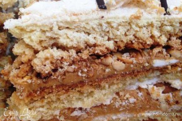А вот и разрезик! Вкусный мягкий песочный тортик получился!