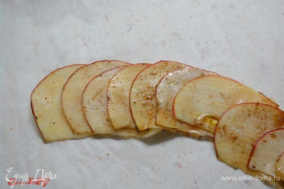 Из яблок сформировать розочки.