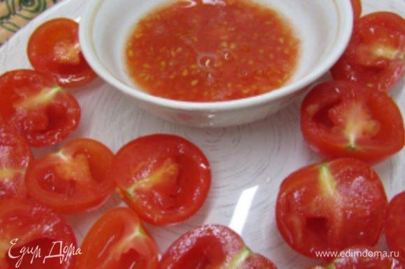 Вяленые помидоры можно купить в магазине. Но я приготовила их сама. Помидоры черри помыть, обсушить и разрезать на две половинки. Маленькой ложечкой вынуть семечки.