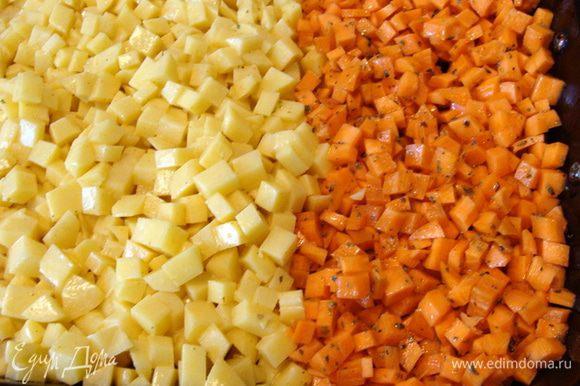 Каторфель и морковь, предварительно очистить, нарезать мелким кубиком. Картофель смешать с куркумой, солью и 1 ст/л майонеза или масла растительного. Морковь смешать с тимьяном, солью и растительным маслом. Запечь, накрыв фольгой до готовности. Примерно 40 минут при 180*