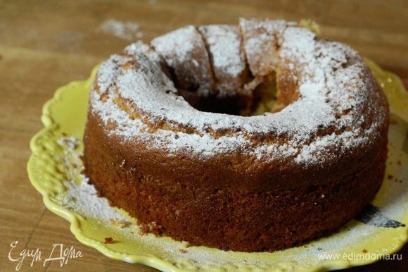 Готовое шафрановое кольцо посыпать сахарной пудрой.