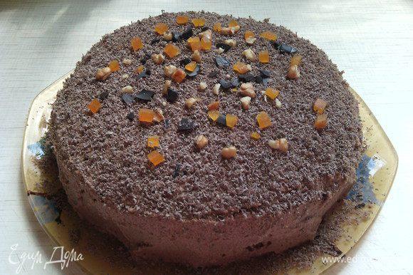 Я украсила верх бисквита тёртым шоколадом + немного орехами и курагой.