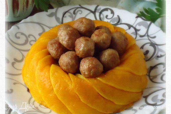 """А это """"Рисовая корона с тыквой и фрикадельками"""" по Иришкиному рецепту: http://www.edimdoma.ru/retsepty/59777-risovaya-korona-s-tykvoy-i-frikadelkami Блюдо вкусное и красивое, несомненно подходит для праздничного стола! Рекомендую!"""