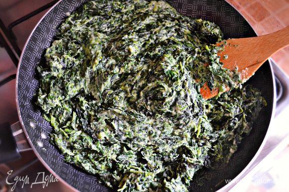 Добавить шпинат, соль, перец, по щепотке мускатного ореха и молотого имбиря. Остудить. Консистенция должна быть густой.