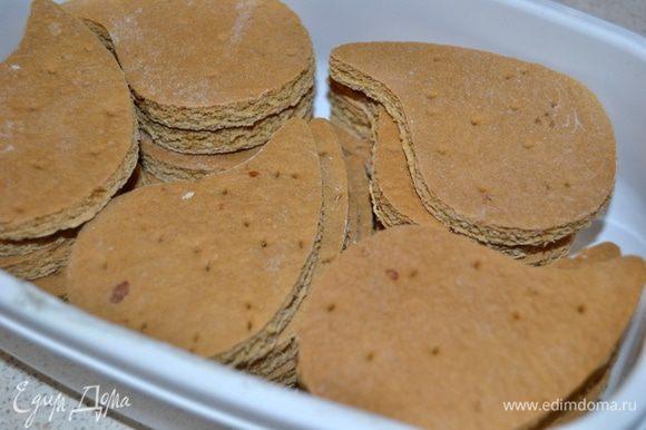 Также можно сделать заготовки заранее, сложить их в контейнер и хранить до востребования в холодильнике.